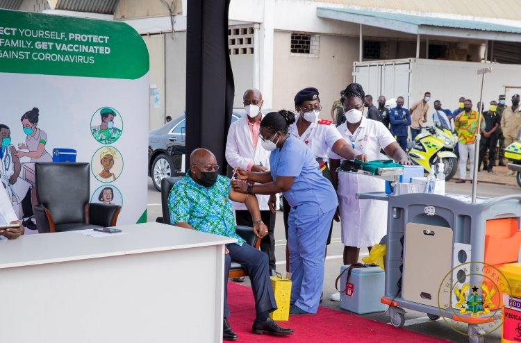 Photos: Prez. Akufo-Addo, Veep Bawumia take Covid Vaccine