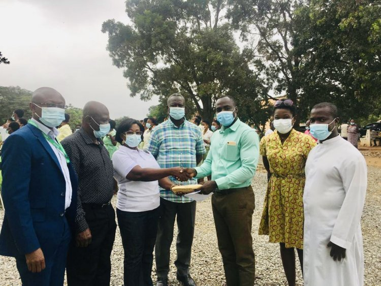 OKESS Fire Victim Students Support By Old Students Association